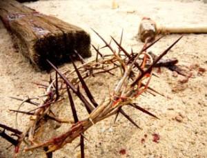 crucea-piroanele-si-coroana-de-spini - vesteaevangheliei